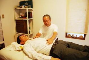 大阪府松原市のヒーリング整体院赤ひげの治療風景2