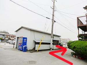 大阪府松原第二中学校を曲がったら次は駐車場を曲がります